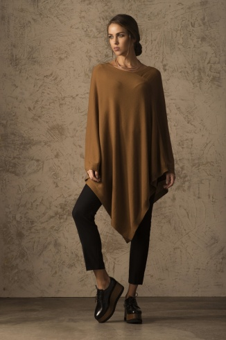 beryl_poncho_vicunia_camel_women_front_1